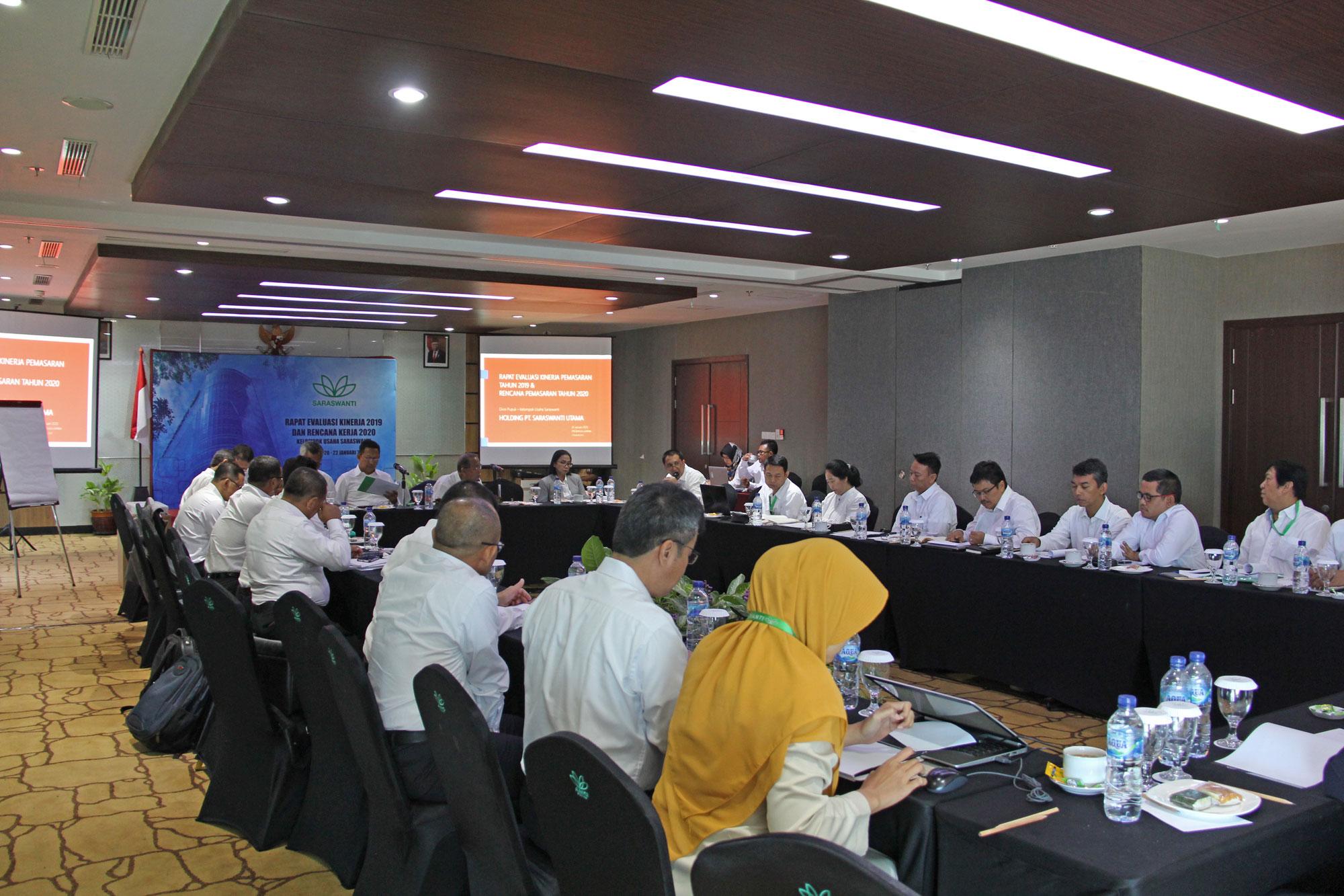 Saraswanti Group Rapat Evaluasi Kinerja 2019 Rencana Kerja 2020 07